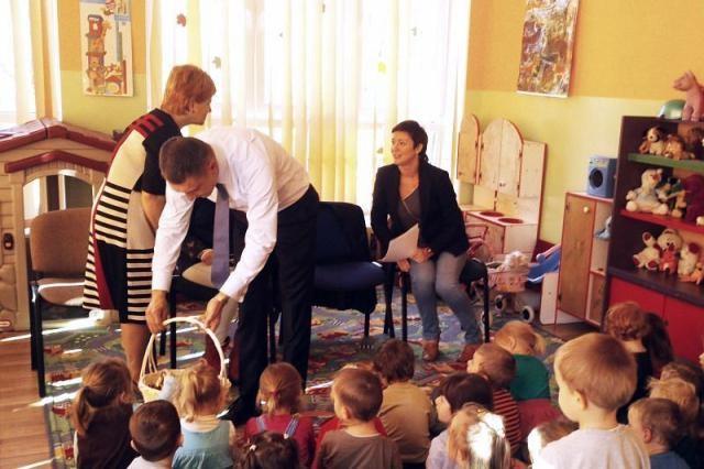 Jan Maćkowiak czytał przedszkolakom