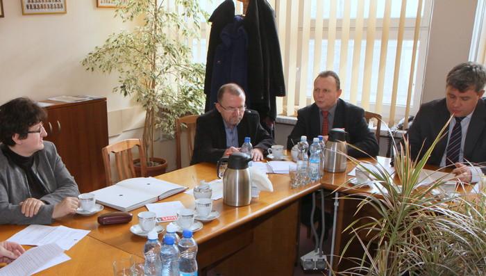 O Strategii Badań i Innowacyjności oraz kontrolach w zakładach opieki zdrowotnej podczas Komisji