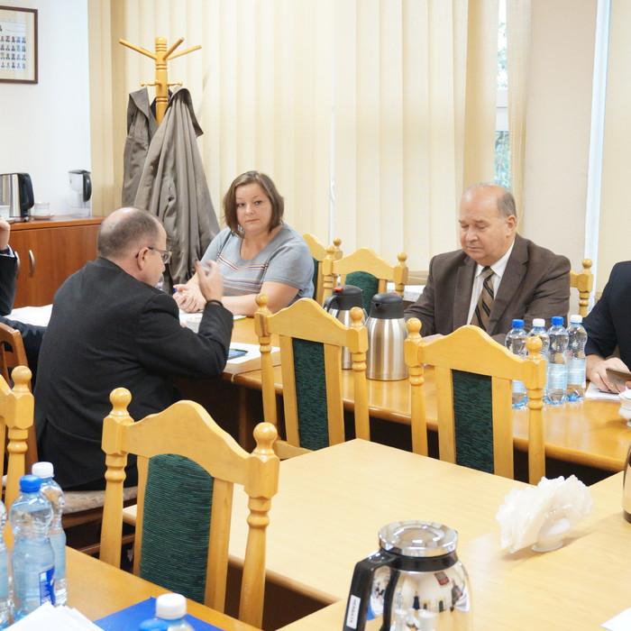 O pomocy finansowej gminom i inwestycjach drogowych podczas obrad Komisji