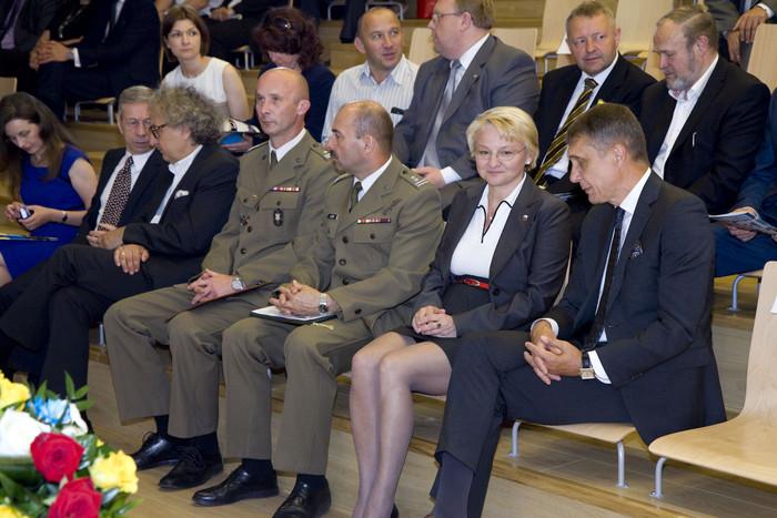 Zasłużeni dla regionu, gospodarki i obronności – odznaczeni podczas uroczystej sesji Sejmiku