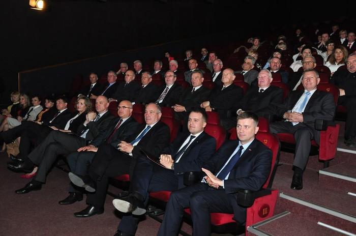 Uroczysta sesja w Starachowicach