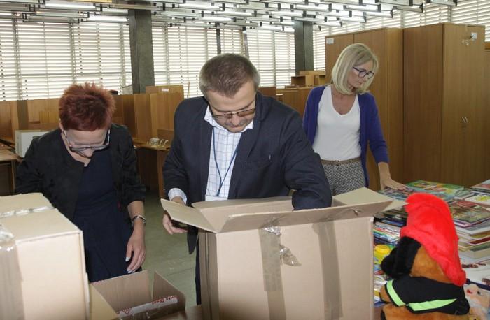 Pracownicy Urzędu przekazali artykuły szkolne dla świetlic