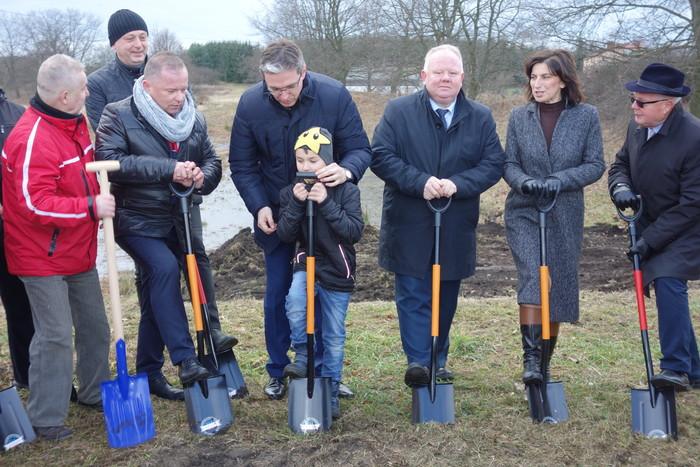 Rusza budowa zbiornika wodnego w Radoszycach