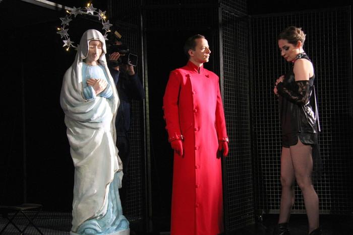 Świętoszek - współczesna wersja Moliera na deskach kieleckiego teatru