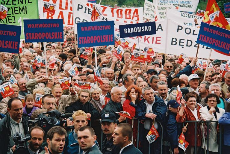Tłumy Ludzi Podczas Spotkania Z Prezydentem Aleksandrem Kwaśniewskim