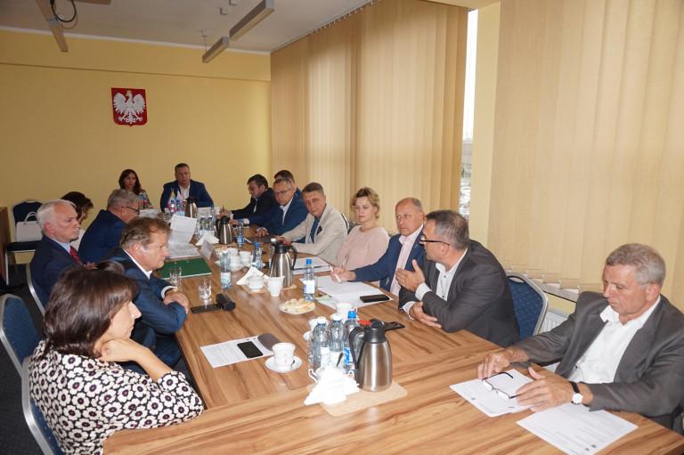 Komisja Strategii Rozwoju, Promocji i Współpracy z Zagranicą za pieniędzmi dla szkół