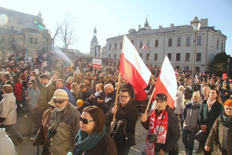 Ojczyzna jest owocem miłości pokoleń. Mieszkańcy regionu tłumnie wzięli udział w obchodach Święta Niepodległości w Kielcach