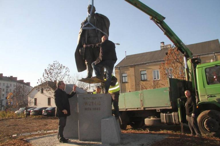 Pomnik Wincentego Witosa w Kielcach już stoi. W sobotę uroczyste odsłonięcie