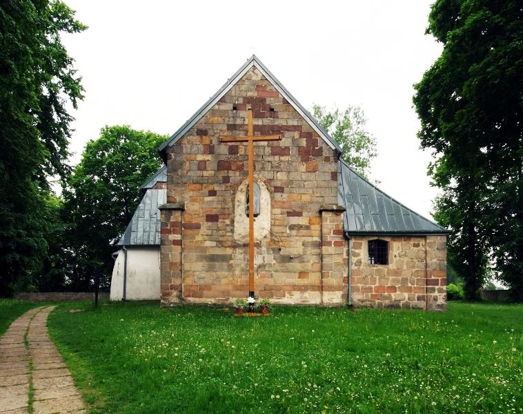 Romański kościół w Tarczku