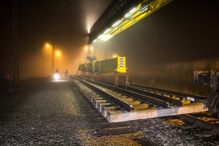 Bezpieczniej pociągiem z Kielc do Częstochowy dzięki nowoczesnym rozjazdom