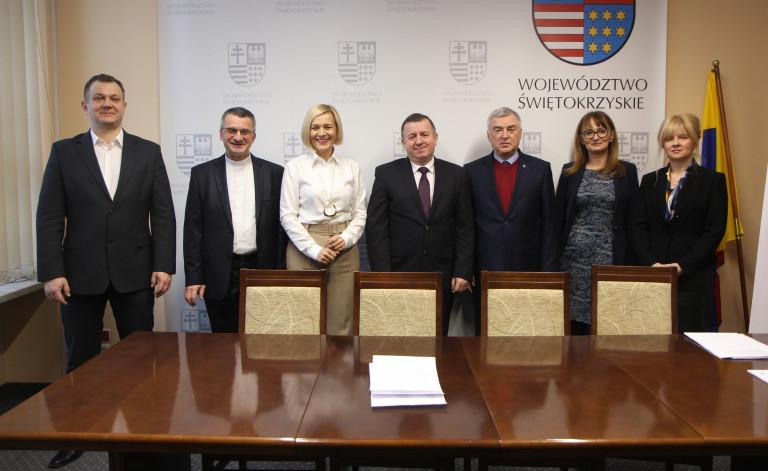 Umowy na świetlice środowiskowe oraz aktywizację zawodową i społeczną