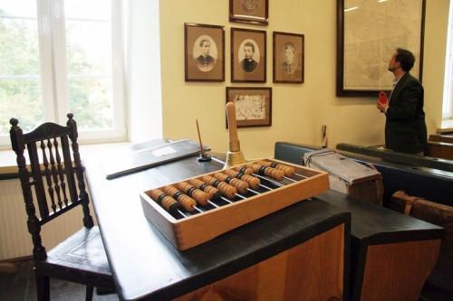 eksponaty w muzeum lat szkolnych Stefana Żeromskiego