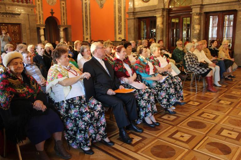 Seniorzy prezentowali tradycje wielkopostne