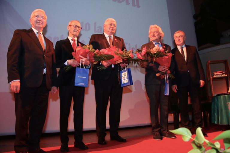 """Autorzy programu """"Moc historii"""" odznaczeni medalami Gloria Artis"""
