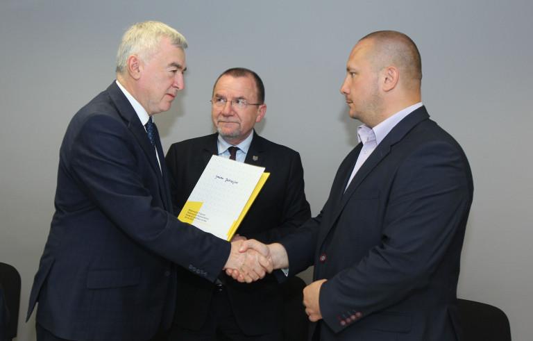 Szkoły z powiatów jędrzejowskiego i włoszczowskiego z unijnym wsparciem na infrastrukturę sportową i dydaktyczną