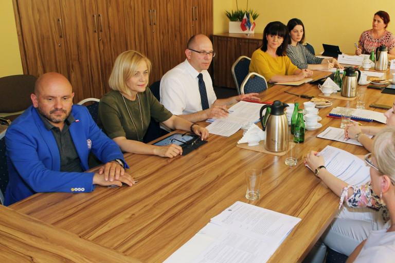 Komisja Budżetu i Finansów przyjrzała się pracy departamentów UMWŚ