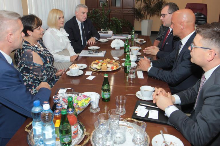 Władze województwa wspierają powstanie w Kielcach biurowca o wysokim standardzie