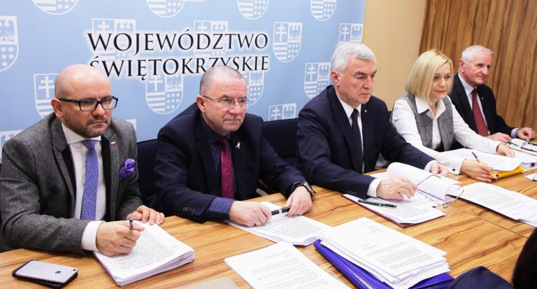 Głos mieszkańców w debacie nad Raportem o stanie Województwa Świętokrzyskiego
