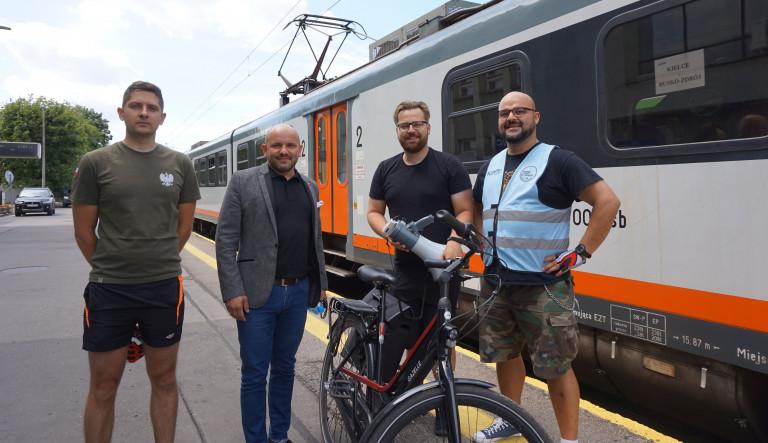 Jedzie pociąg z nie-da-le-ka! Bieżący weekend jest drugim z kolei, gdy skład z Kielc do Buska-Zdroju przewozi podróżnych