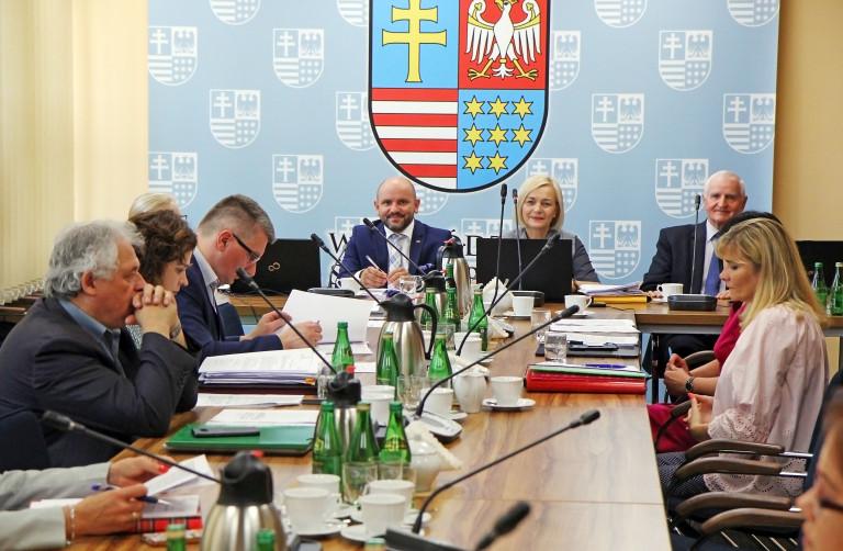 Małe granty dla OSP, na organizację imprez sportowych i wydarzeń patriotycznych – obradował Zarząd Województwa