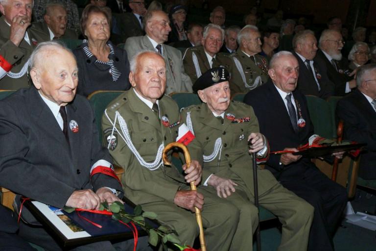 """""""Dzięki Waszej determinacji możemy żyć w wolnej Polsce"""". Obchody Dnia Weterana"""