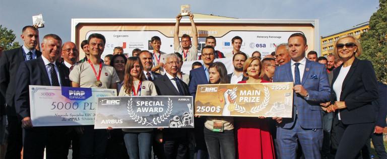 European Rovel Challenge 2019 Finał. Zwycięskie Dróżyny Na Podium. Wicemarszałek Renata Janik Premier Mateusz Morawiecki
