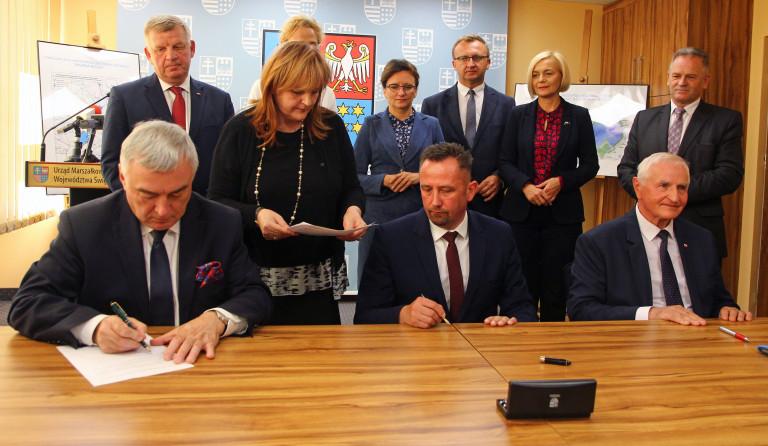 """Akty notarialne podpisane. """"Wody Polskie"""" przejęły trzy nieruchomości"""
