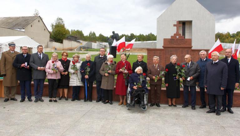 """11 świadków pacyfikacji Michniowa uhonorowano medalami """"Pro Patria"""""""