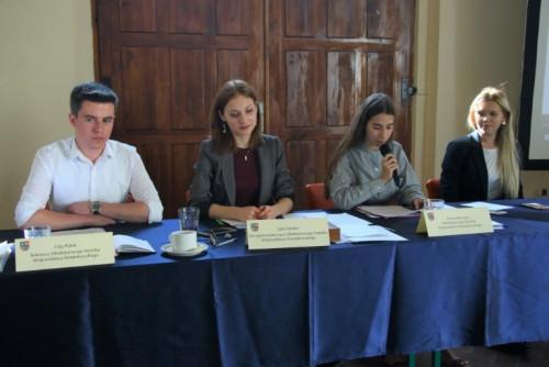 Prezydium Młodzieżowego Sejmiku: Filip Płatek, Julia Dziuba, Julia Pająk, Dominika Lipa.