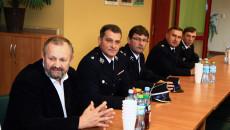 przekazanie umowy na dofinansowanie wymiany oświetlenia ulicznego w Fałkowie
