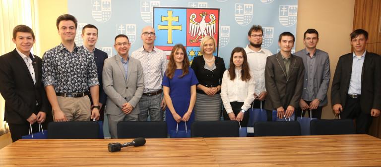 O wspieraniu świętokrzyskiej nauki i przemysłu ze zwycięską drużyną – konstruktorami łazika marsjańskiego