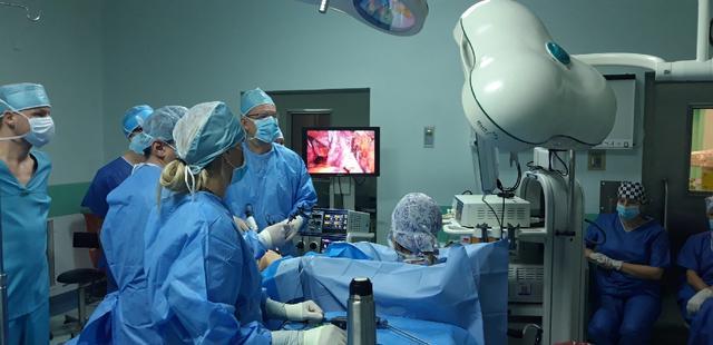 Mistrzowie laparoskopii z ŚCO uczyli kolegów