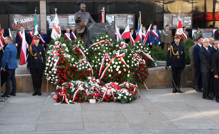 W Kielcach uroczyście odsłonięto pomnik wicepremiera Przemysława Gosiewskiego