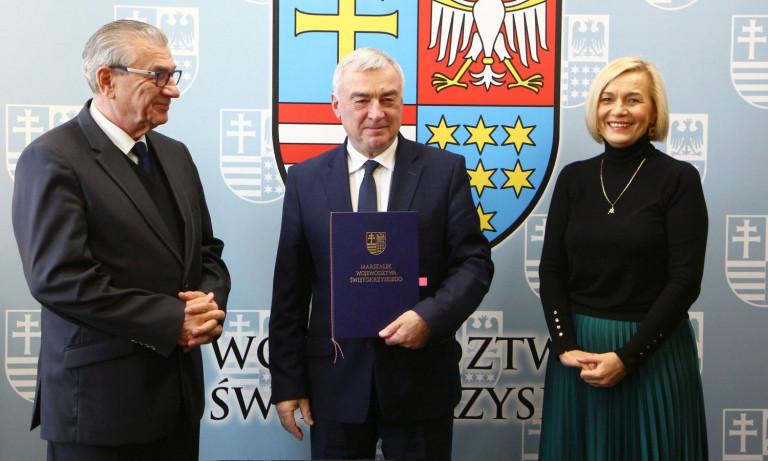 Podpisano umowy na dofinansowanie kształcenia zawodowego, doskonalenie języków obcych, edukację najmłodszych oraz projekty społeczne
