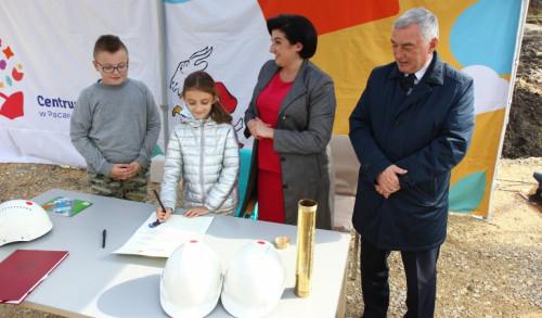 wmurowanie kamienia węgielnego pod Akademię Bajki w Pacanowie, październik 2019