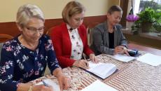 podpisanie umowy z Amazonkami