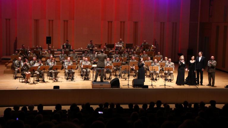 """Wyjątkowe spotkanie z muzyką i historią – koncert """"Hej Orle Biały"""" zainaugurował obchody 101 rocznicy odzyskania niepodległości"""