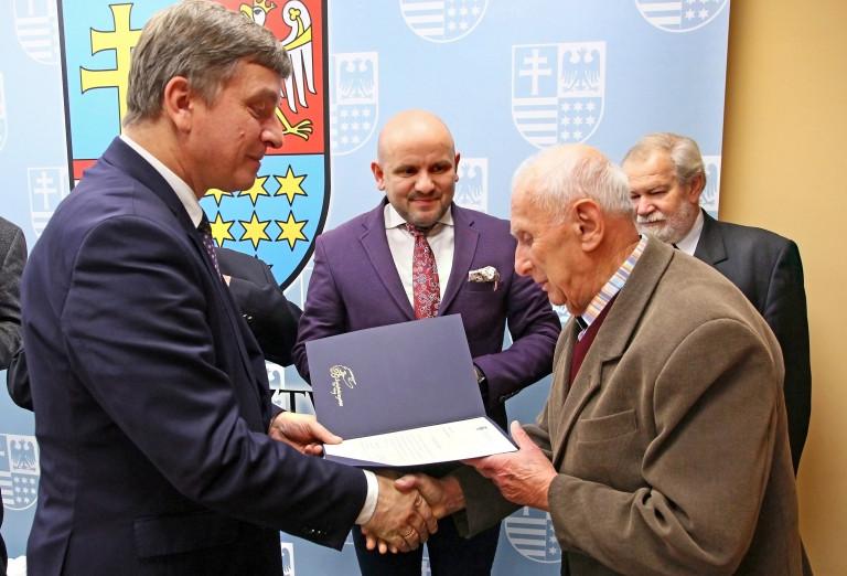Nowa publikacja wspomnieniowa oraz inicjatywa uhonorowania w Skarżysku zasłużonego kombatanta