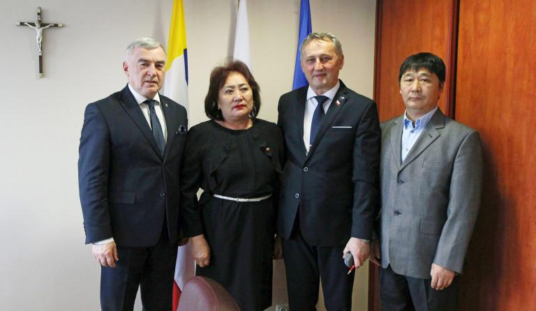 Konsul Honorowy Mongolii w Krakowie Tsakhiur Urtnasan gościła w Kielcach