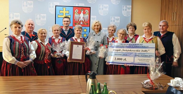 """Zespół folklorystyczny """"Świętokrzyskie Jodły"""" doceniony przez Zarząd Województwa"""