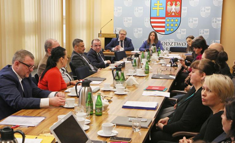 Na Komisji o współpracy z organizacjami pozarządowymi i rozbudowie teatru