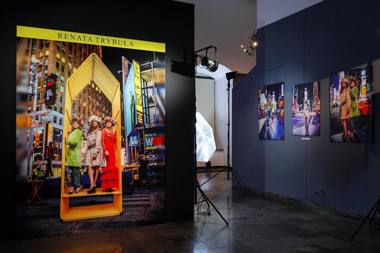 """Wernisaż wystawy pt. """"Między Manhattanem a lasowiacką strzechą"""" w Sandomierzu"""