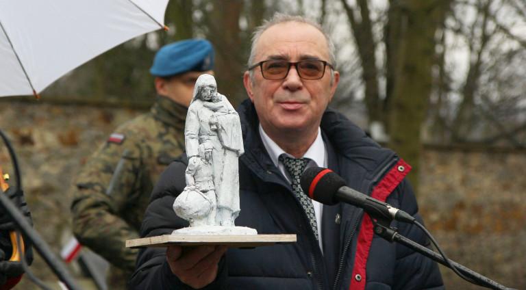 Rozpoczyna się zbiórka funduszy na budowę pomnika Matki Polki Sybiraczki