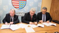 Uroczystość Podp[isania Umowy Plan Ogólny Andrzej Betkowski, Marek Bogusławski, Youssef Sleiman (12)
