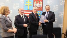 Uroczystość Podp[isania Umowy Plan Ogólny Andrzej Betkowski, Marek Bogusławski, Youssef Sleiman (15)