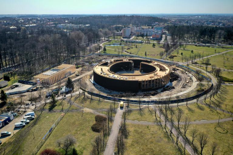 W Busku-Zdroju trwają prace przy budowie tężni, która będzie w pierwszej piątce pod względem wielkości takich obiektów w Polsce!