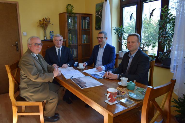 Umowa na budowę Ośrodka Edukacji Przyrodniczej w Umianowicach podpisana!