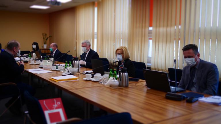 Zarząd Województwa Świętokrzyskiego wygospodarował 10 mln na walkę z koronawirusem