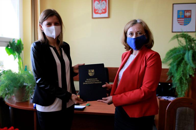 Podpisanie Umowy Na Produkcję Maseczek Z Programu Stop Koronawirusowi