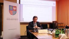 22 Sesja Sejmiku Województwa Świętokrzyskiego Prowadzona Zdalnie. Przed Komputerem Przewodniczący Andrzej Pruś